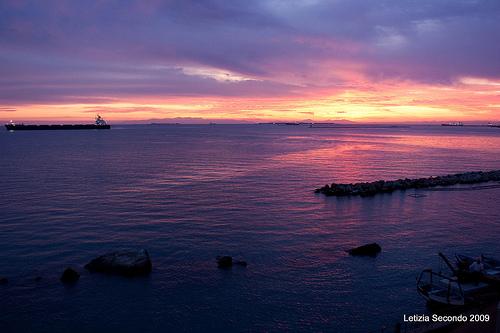 A Taranto sversate 20 tonnellate di combustibile in mare