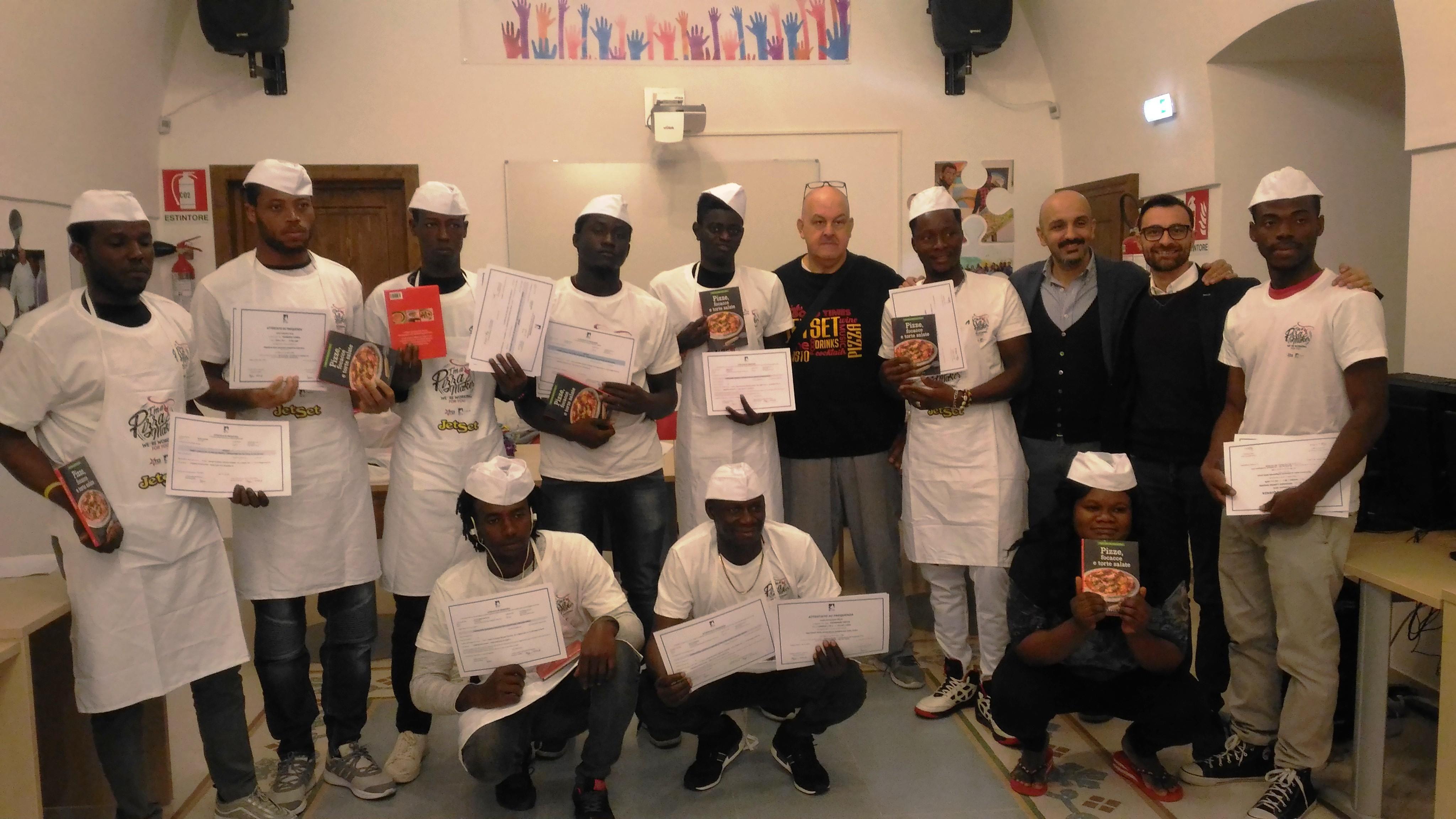 Con lo Svegliarci, dieci migranti accolti dallo Sprar e dal Cas diventano aiuto pizzaioli