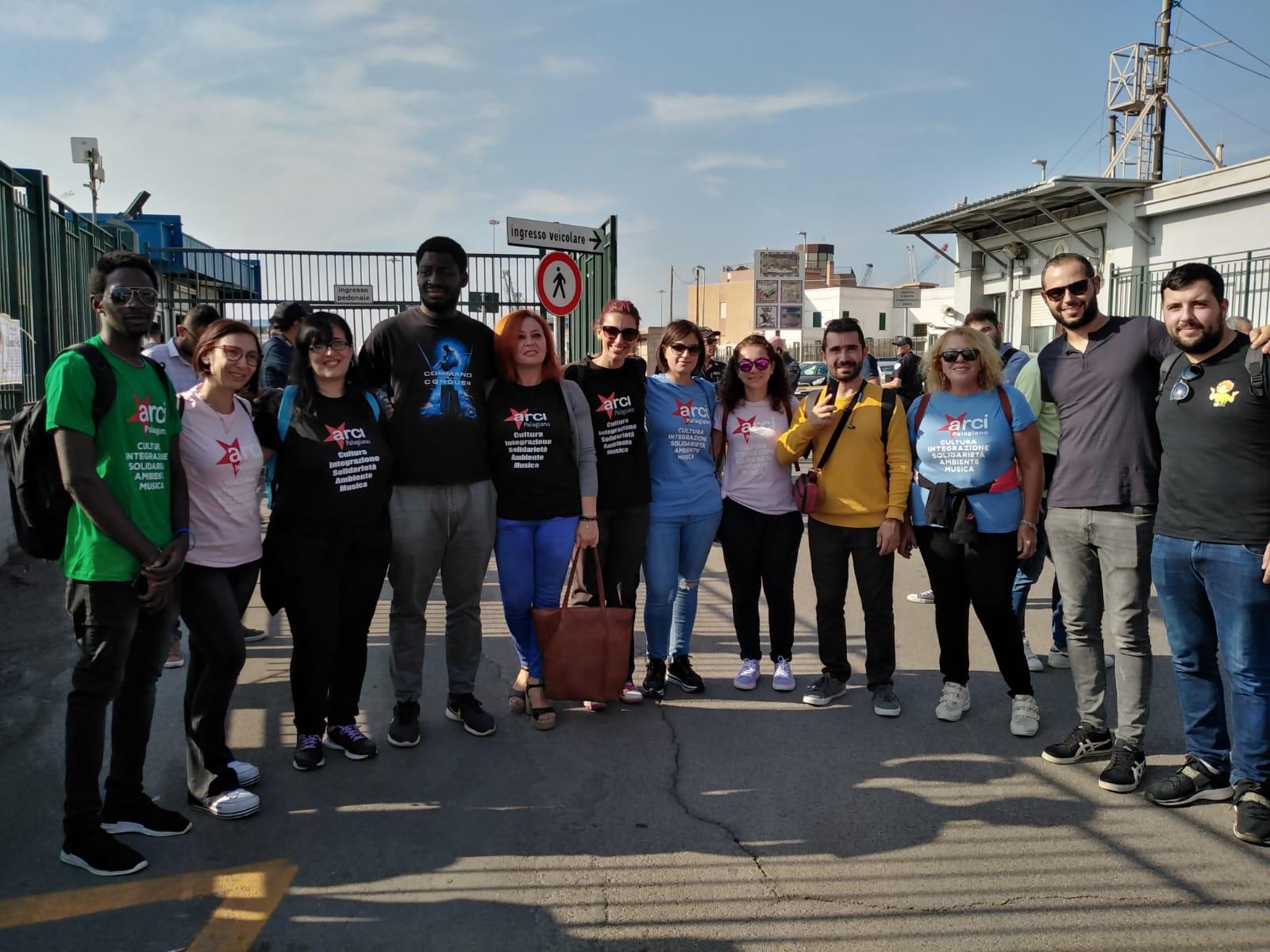 PALAGIANO. Anche l'Arci Svegliarci di Palagiano al porto di Taranto per accogliere la Ocean Viking e a ribadire come il Decreto Salvini vada rivisto